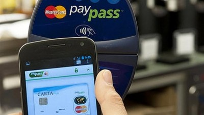 Australians slow to embrace mobile banking